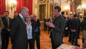 Art2M et Laurent Fabius sur le stand CERFAV